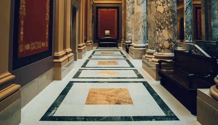 hiasi dinding dan lantai dengan marmer import